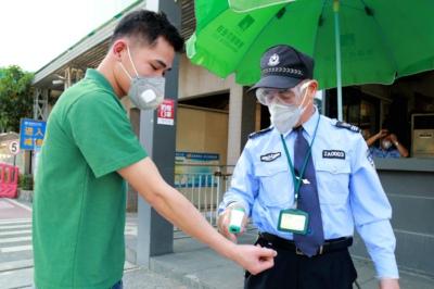 陈李香:不让一个身体异常者进入厂区